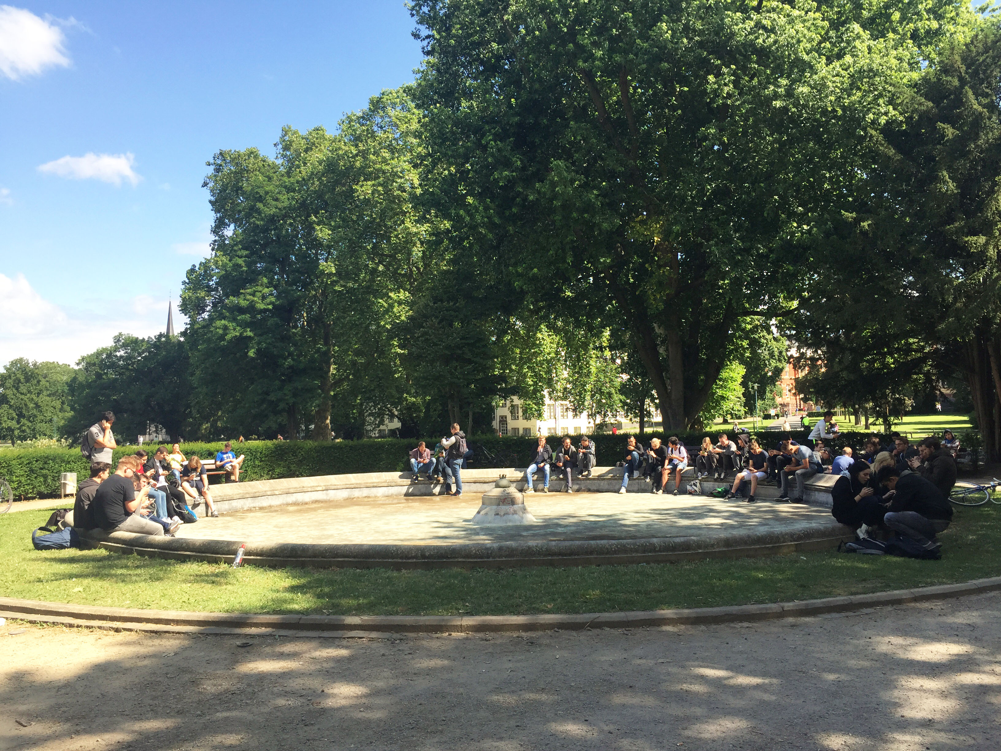 PokemonGo-players_Herrngarten_1